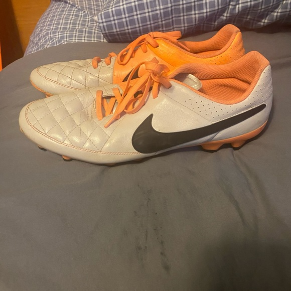 Nike tiempo soccer cleats size 12